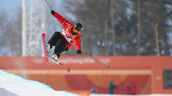 自由式滑雪女子U型池 张可欣获第8闯入决赛